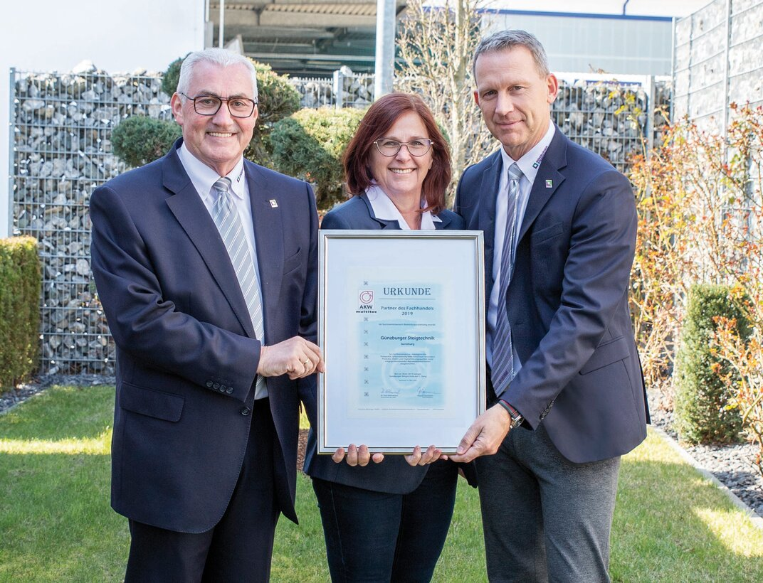 "Günzburger Steigtechnik has been awarded 1st place for the sixth time in the PVH vote. The two Managing Directors Ferdinand and Ruth Munk and Sales Director Roland Wilcke (from left) are thrilled about the ""Partner to the specialist trade"" award.  