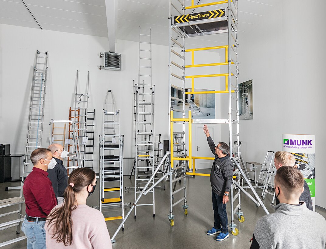 Günzburger Steigtechnik is currently presenting its new single-person FlexxTower scaffolding to specialist dealers and users throughout Germany in a roadshow.  | © Günzburger Steigtechnik GmbH